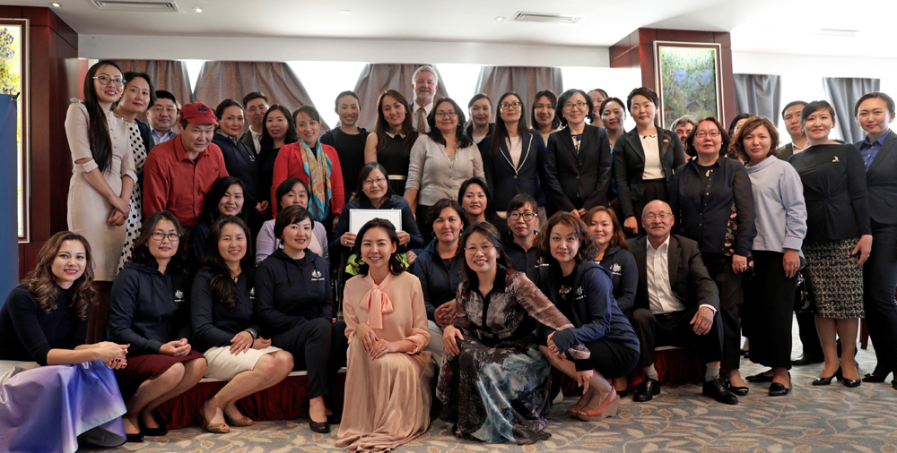 Friday 2 June 2017, eighteen inspiring women leaders graduated this year's Women's Leadership Program (WLP) in a ceremony at Monet Restaurant